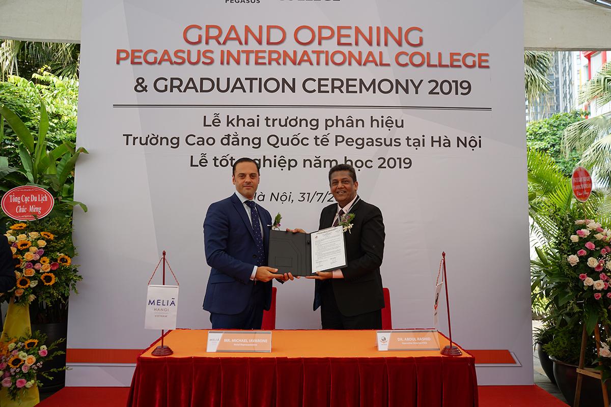 Lễ ký Biên bản ghi nhớ hợp tác giữa trường Cao đẳng Pegasus với khách sạn Melia Hanoi