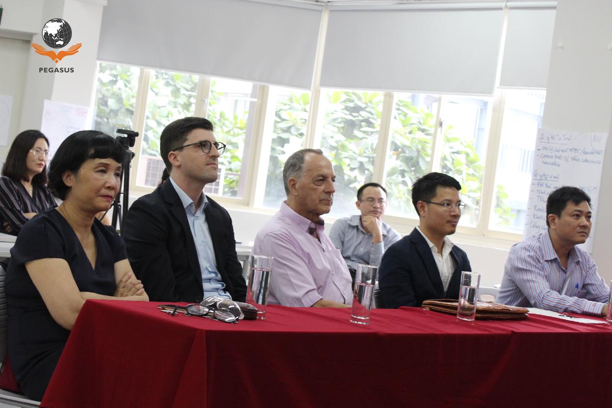 Đại biểu tham dự buổi Bế giảng khóa đào tạo