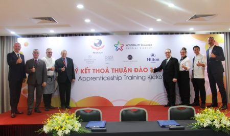 "Signing Ceremony of ""APPRENTICESHIP TRAINING KICKOFF"" between Pegasus International College and hotels in Danang city"